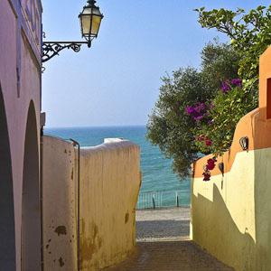 [阿尔布费拉的如画街道] 葡萄牙阿尔加维海岸阿尔布费拉的如画街道