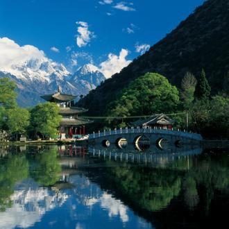 中国云南丽江玉龙雪山前的黑龙潭公园